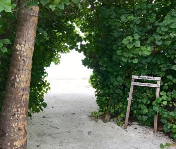 Camino para entrar a la bikini beach de Huraa