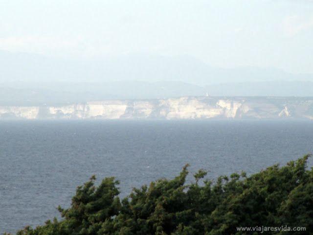 Capo Testa - Vista de la isla de Córcega