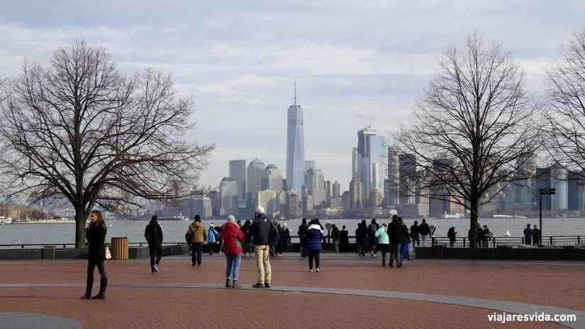 Vistas de Lower Manhattan desde Liberty Island. Qué ver en Nueva York en una semana