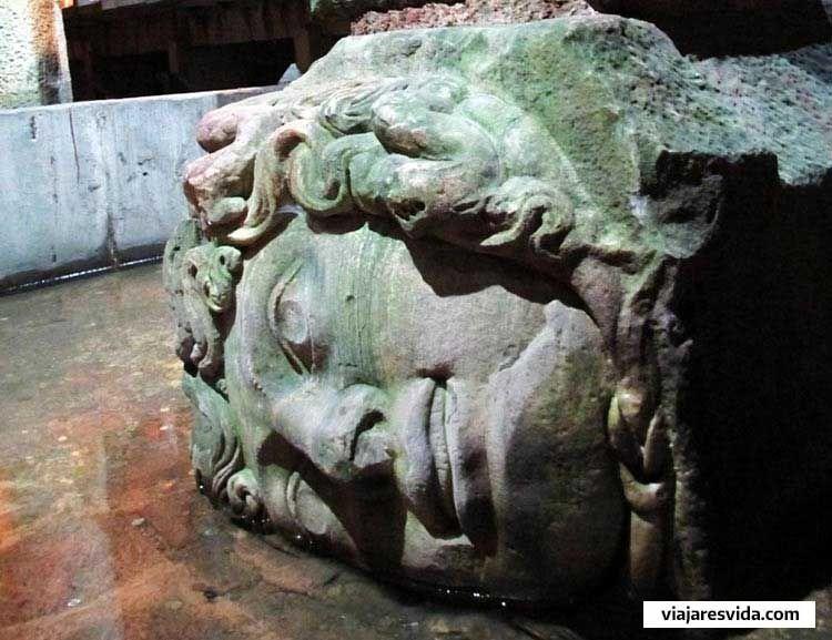 Cabeza de Medusa en la Cisterna-Basílica
