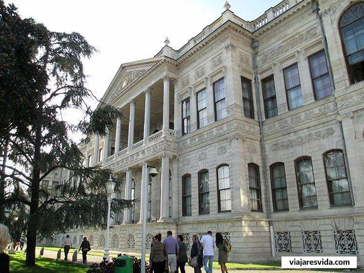 Fachada del Palacio de Dolmabahçe