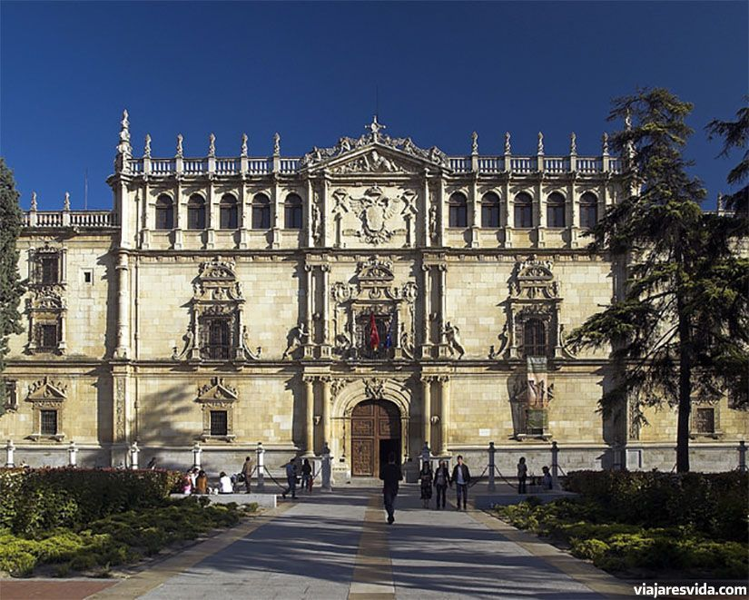 Fachada de la Universidad de Alcalá de Henares