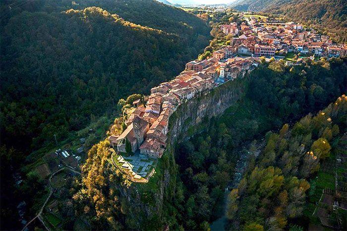 Castellfollit de la Roca desde el aire
