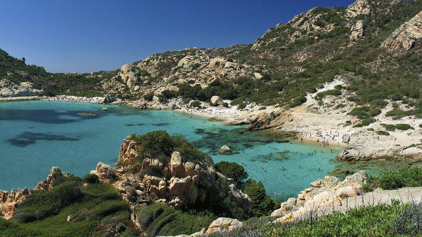 Cala Corsara en la isla de Spargi. Playas paradisíacas de italia