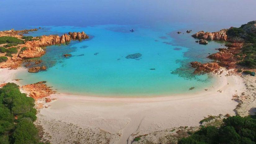 Playa Rosa en la isla de Budelli. Archipiélago de la Maddalena (Cerdeña)