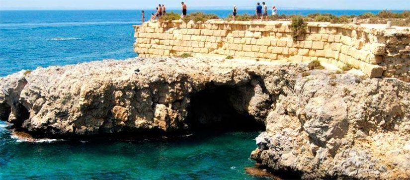 Entrada a la cueva del Llop Marí