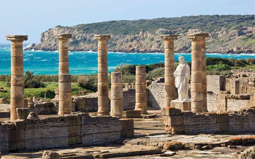 Yacimiento romano de Baelo Claudia en Tarifa, junto a la playa de Bolonia