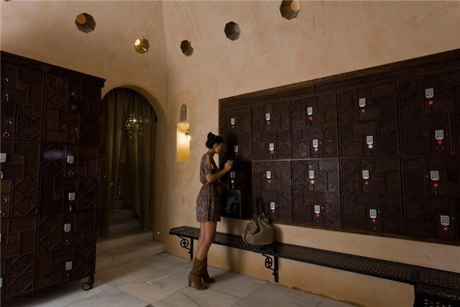 Taquillas del Hammam, integradas en la decoración via Hammam Al Andalus