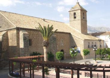 Visitando la Iglesia de Santiago Apóstol en Valdepeñas de Jaén