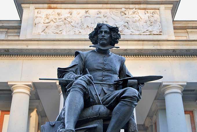 madrid_velazquez_statue_in_front_of_museo_del_prado_museum_680