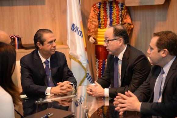 Firma-convenio-MITUR-e-Iberia