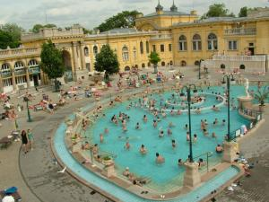 szechenyi-baths-and-pool