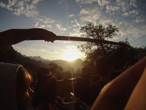 Vista del amanecer desde la montaña