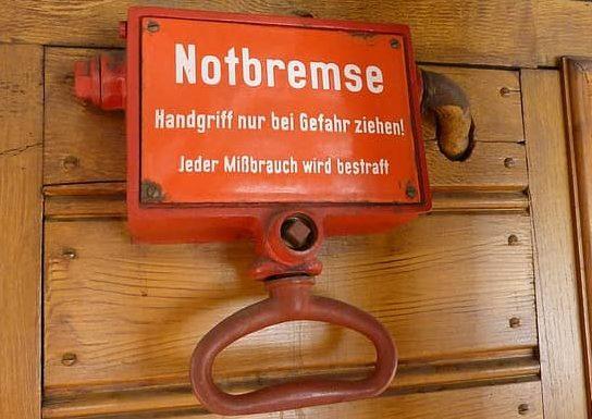 letrero de frenos de emergencia en aleman