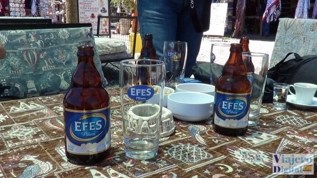 Una pausa para disfrutar la cerveza local a la sombra