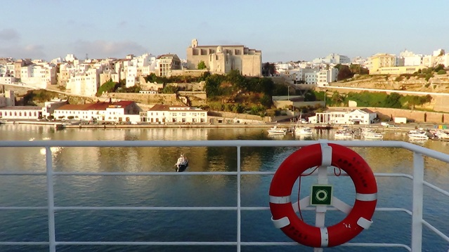 Amanecer en la llegada al puerto de Mahón