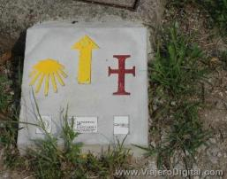 Mojón donde coinciden ambos caminos santos