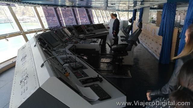 El puente de mando del barco, ¿por qué será que me recuerda al del Enterprise en Star Trek?