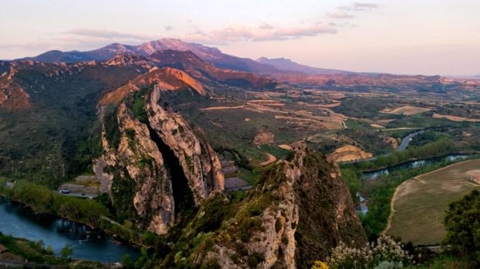 Vista desde lo alto de la ermita de San Felices. Entrada del río Ebro a La Rioja.