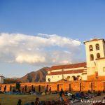 Pueblo de Chinchero en Perú. La tierra del arcoíris.