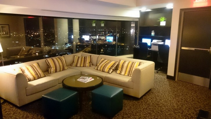 Sheraton Kansas City - Crown Lounge - 18