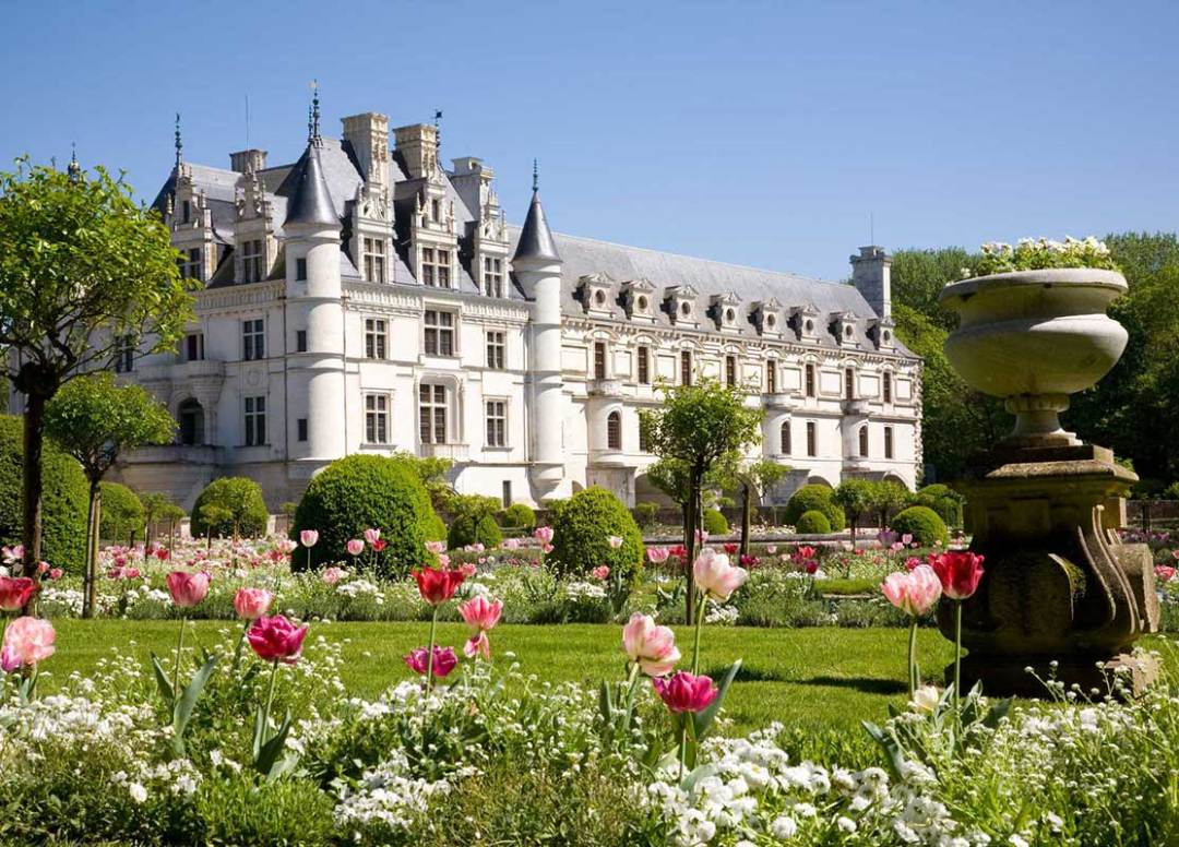 Spend a night in a Castle in France