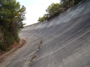 Vertiginosa entrada de una curva en el autódromo de Terramar