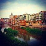 Alquila un coche en Girona y recorre el país de norte a sur
