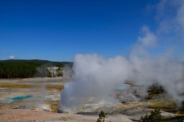 Visitar los géiseres y fuentes termales de Yellowstone National Park