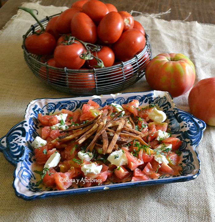 ensalada de aetomate con aliño de agave