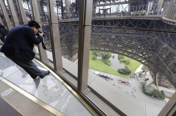 Suelo de cristal de la torre Eiffel