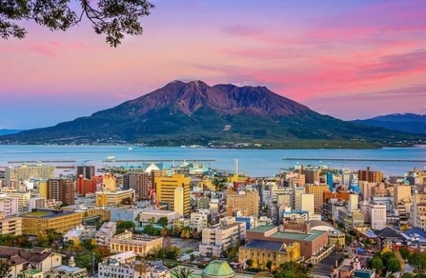Kagoshima paisaje con Sakurajima-Volcan (Japon)