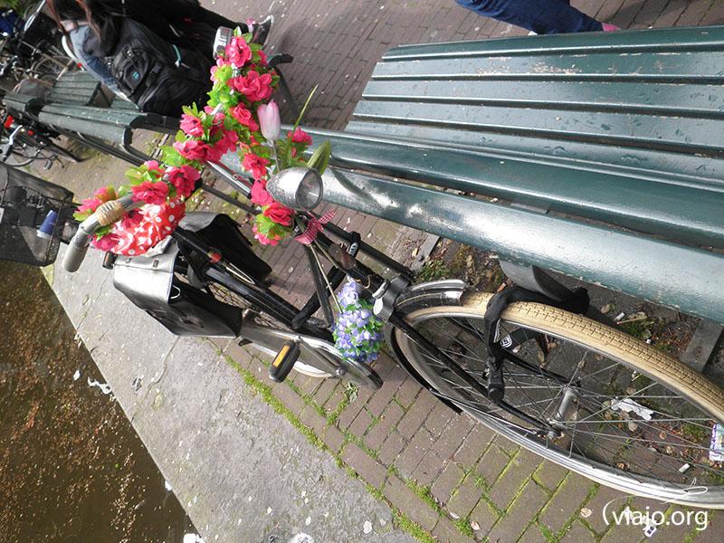 Las bicicletas están decoradas de las maneras más originales.