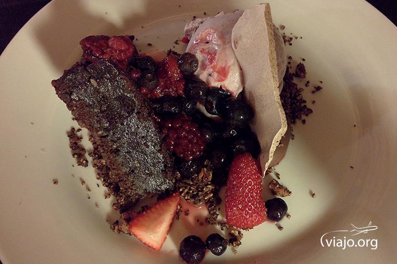 Húmedo de chocolate y cardamomo con helado de calafate - Los Cauquenes Resort - Reinamora Restaurant