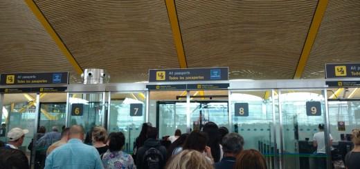 La foto que tomé mientras esperábamos nuestro turno de migraciones en Barajas.
