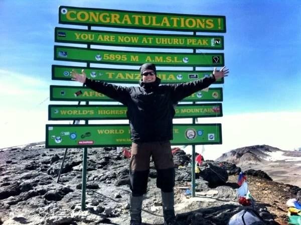 No cume do Kilimanjaro, pico Uhuru