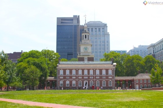 Independence Hall em Philadelphia visto da Independence Square