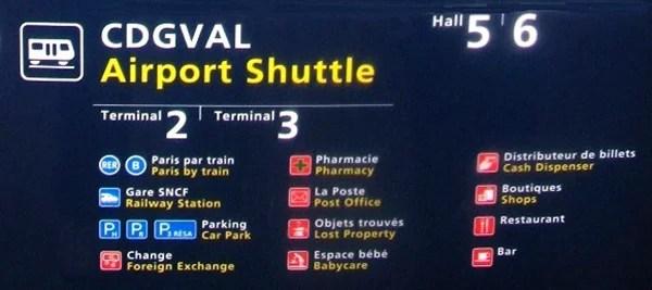 Aeroporto em Paris - placas de sinalização