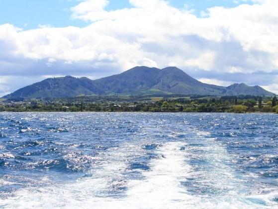 Barco pelo Lake Taupo