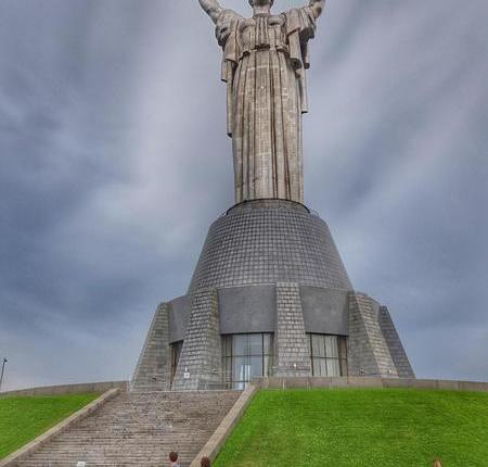 Monumento Mãe Pátria1