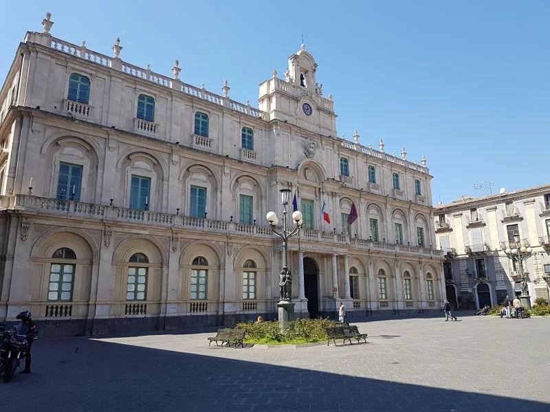 Atrações de Catânia Piazza dell'Università3