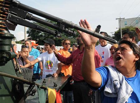 pueblo contra el ejercito, by kilo (Honduras Indymedia)
