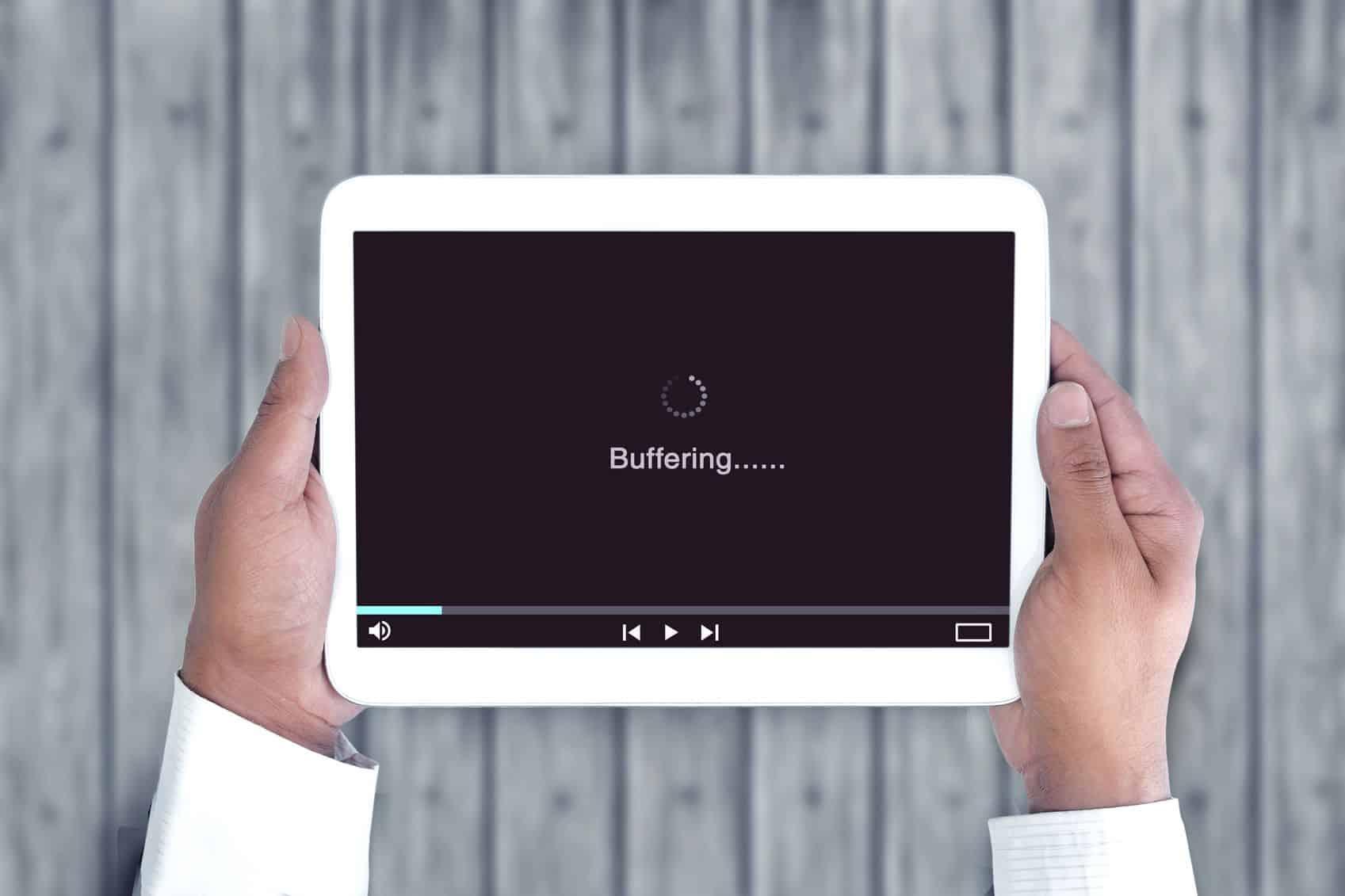 Tablet Dengan Koneksi Buffering Video