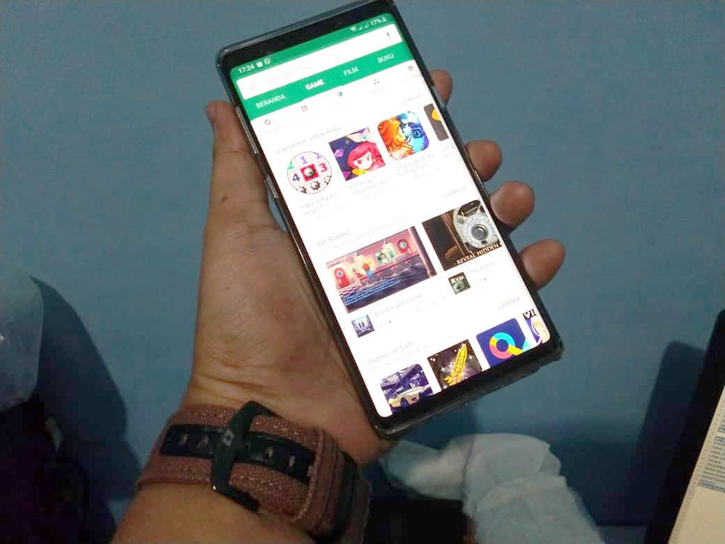 Tampilan Google Play Store Pada Samsung Galaxy Note 9