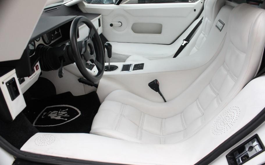 Kun en Lamborghini Countach kan bære en hvid læderkabine
