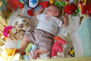 invata copilul de 3 ani sa doarma singur