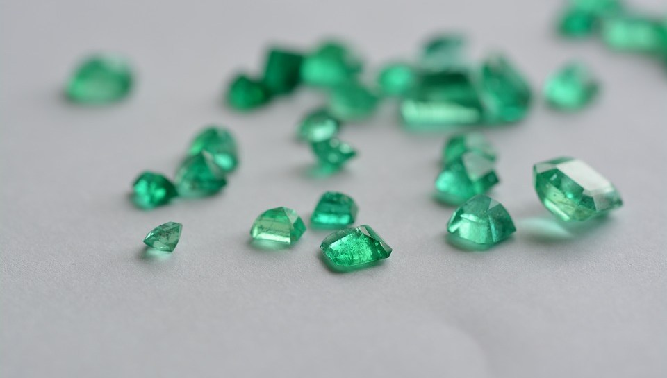 10 idei de cadouri pentru nunta de smarald