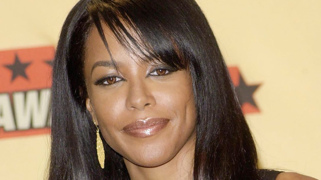 Aaliyah smiling with straight hair