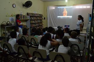Crianças surdas ganham sessão especial de cinema em Vicência