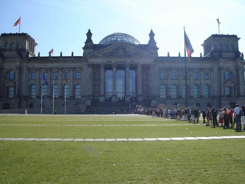 Olha a fila para entrar no Reichstag! Foto: Marcelle Ribeiro